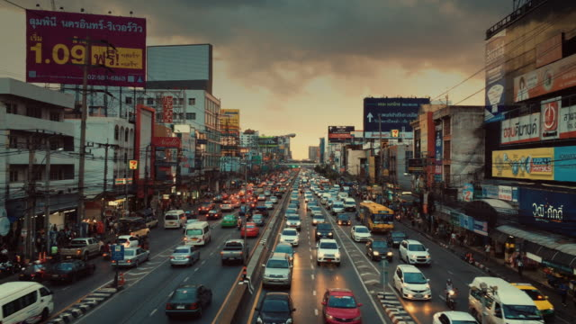 GIMBAL Moving,Traffic in Bangkok at Twilight video
