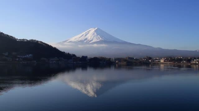 朝のカウグチ湖の富士山 - 富士山点の映像素材/bロール