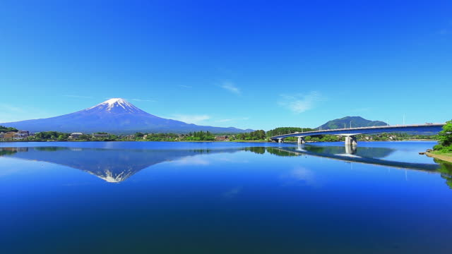 mt fuji reflect lake - obiekt światowego dziedzictwa unesco filmów i materiałów b-roll
