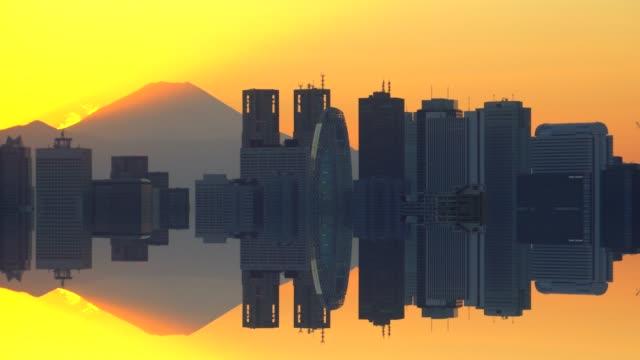 ビフォア ・ サンセット - 街と富士山をミラー化します。 - 富士山点の映像素材/bロール