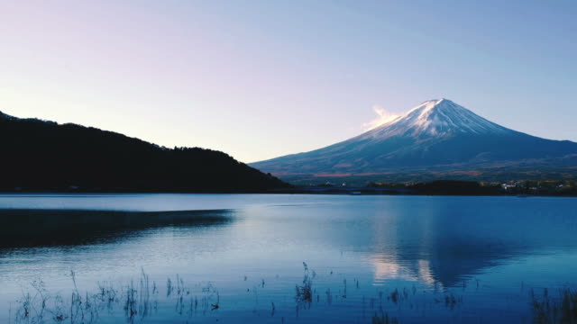 mt.fuji in japan , view from kawaguchiko lake - ноябрь стоковые видео и кадры b-roll
