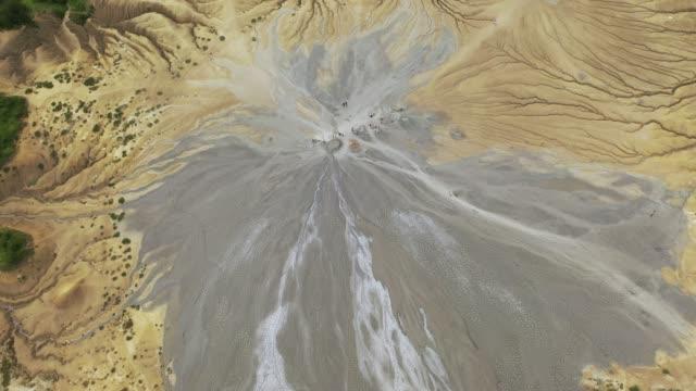 schlammvulkan von buzau - aerial overview soil stock-videos und b-roll-filmmaterial