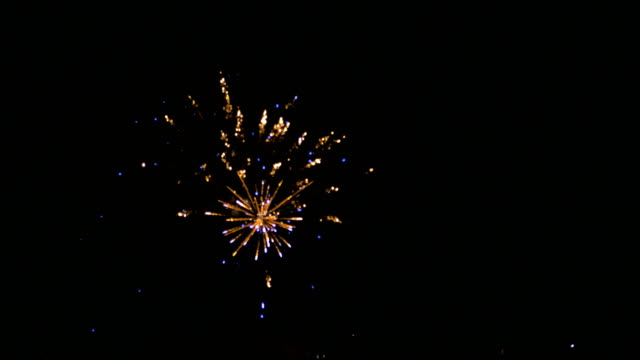 multi colored firecrackers on night sky celebration - happy 4th of july filmów i materiałów b-roll