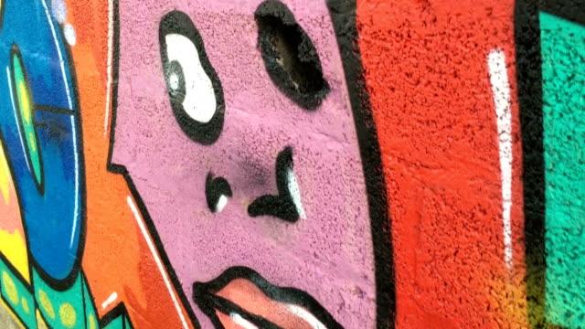 multi färgade graffiti på väggen - klotter bildbanksvideor och videomaterial från bakom kulisserna