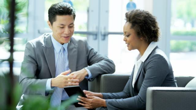 vídeos de stock e filmes b-roll de multi ethnic male female executives meeting with handshake - financial advise