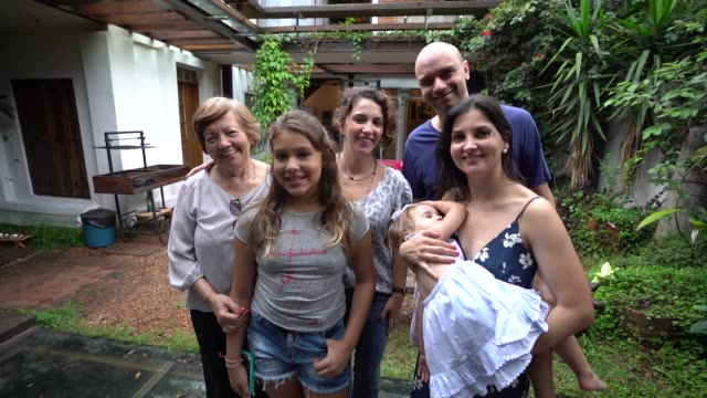 家庭の肖像画で、多世代家族 - 親族会点の映像素材/bロール