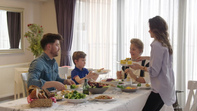 multi-generation family having a vegan dinner - cultura turca video stock e b–roll