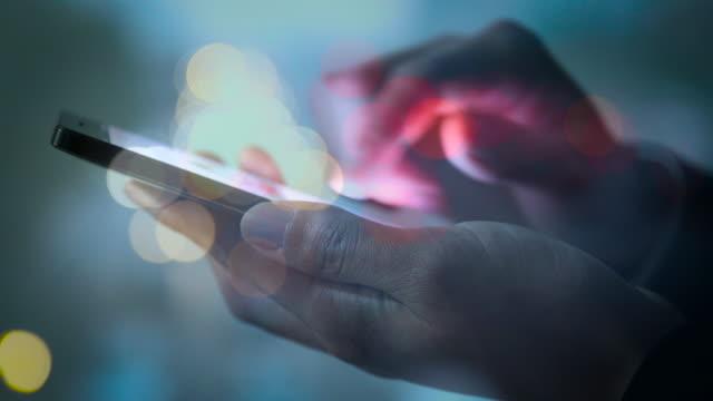 stockvideo's en b-roll-footage met meerdere blootstelling zakenman gebruik mobiele telefoon - dubbelopname businessman