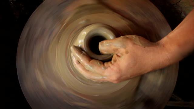 vídeos de stock, filmes e b-roll de várias fotos de cerâmica feitos à mão - cerâmica artesanato