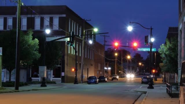 muscle shoals sheffield, alabama street view night timelapse - alabama filmów i materiałów b-roll