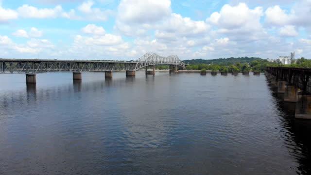 muscle shoals sheffield, alabama - tennessee river aerial shot - alabama filmów i materiałów b-roll