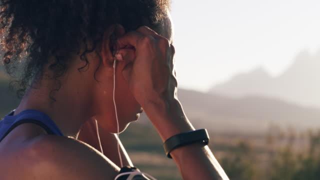 vídeos y material grabado en eventos de stock de música encendida, es hora de mover - escuchar