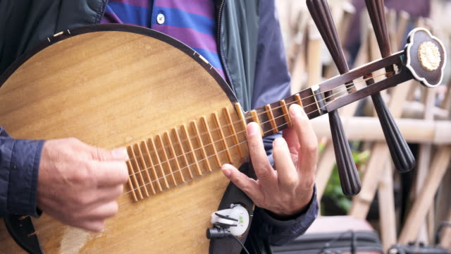 musical instrument played by people video