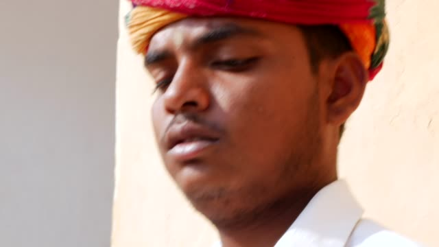 vídeos y material grabado en eventos de stock de músico en jaipur, india - hinduismo