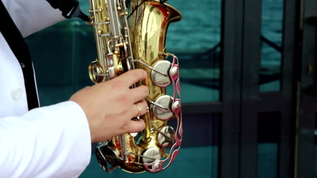 musician playing the saxophone video