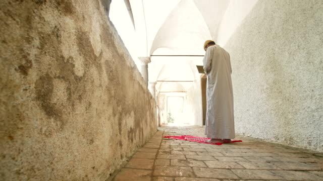 HD DOLLY: Muslim Man Reading The Koran video