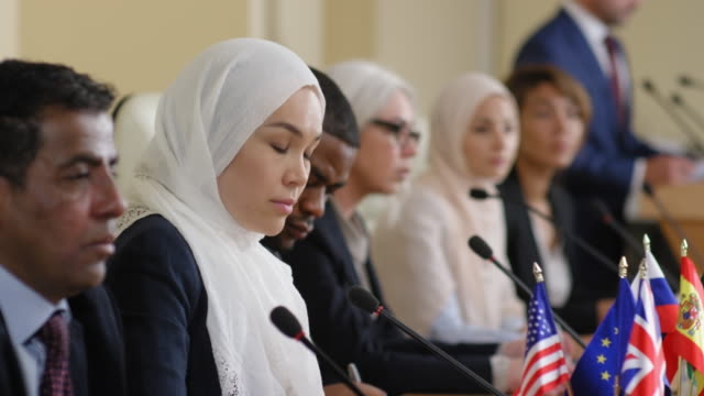 muslim woman speaking at political press conference - conferenza stampa video stock e b–roll