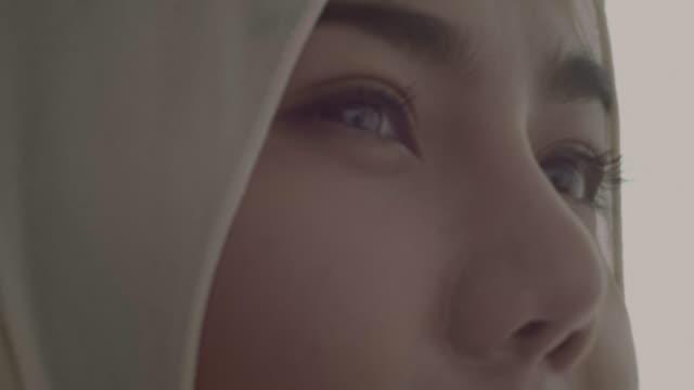muslimsk kvinna - endast en ung kvinna bildbanksvideor och videomaterial från bakom kulisserna
