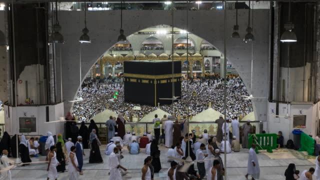 muslimer som utför umrah hajj 2019 - pilgrimsfärd bildbanksvideor och videomaterial från bakom kulisserna