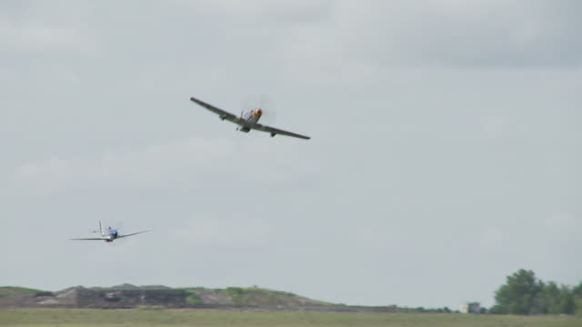 p - 51 mustang bassa 24_2s - mustang video stock e b–roll