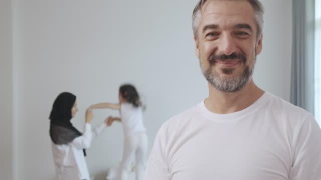 my family give me strength. - arab стоковые видео и кадры b-roll