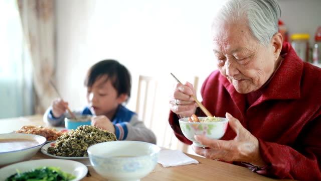 Meine Großmutter am Mittag – Video
