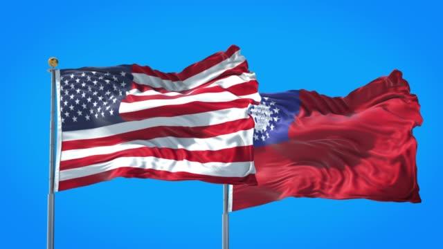 bandiera del myanmar e degli stati uniti che sventola nel cielo blu intenso insieme. rendering 3d ad alta definizione. - naypyidaw video stock e b–roll