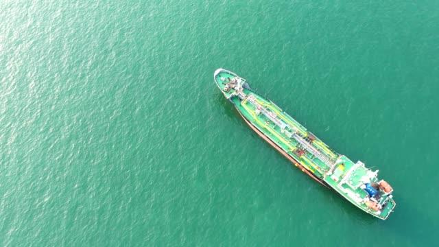 myanmar adası plajı ve okyanus dalgası. havadan insansız hava aracı deniz plajı. - andaman denizi stok videoları ve detay görüntü çekimi