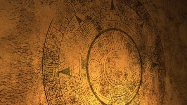 eine geheimnisvolle maya oder azteken siegel auf höhlenwand mit candle-light-beleuchtung alt - geschichtlich stock-videos und b-roll-filmmaterial