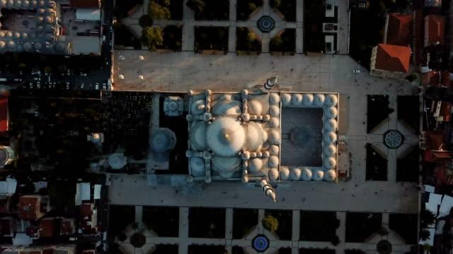 mystique fatih mosque from the sky, aerial view of istanbul city, golden horn, turkey - ramadan kareem стоковые видео и кадры b-roll