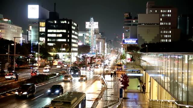 名古屋都市景観と栄の夜日本での歩行者 ビデオ