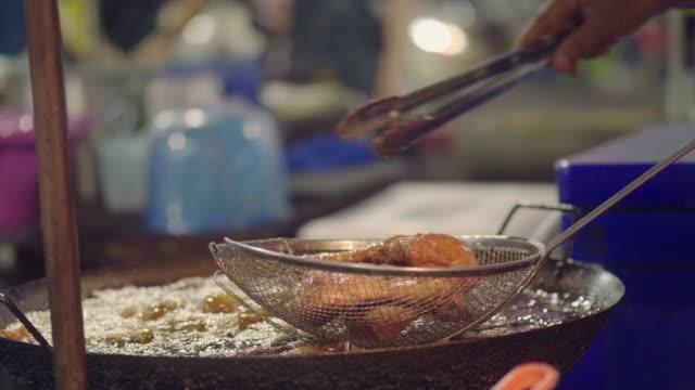 national asian street food: fried chicken - video di bancarella video stock e b–roll