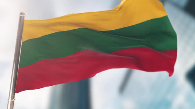 nationalflagge von litauen. zeitlupe - litauen stock-videos und b-roll-filmmaterial
