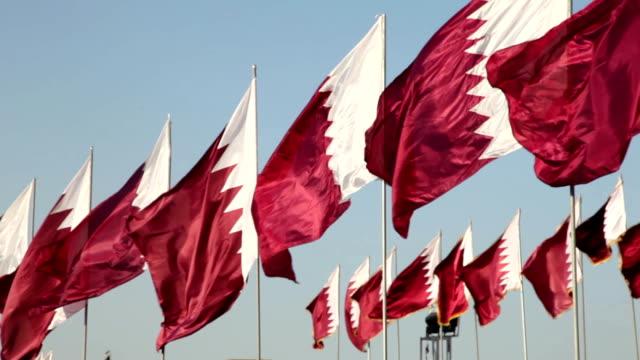 vidéos et rushes de drapeau national du qatar - doha
