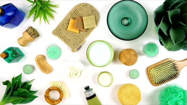 cosmetici naturali per la cura della pelle di canapa, crema idratante e prodotti di bellezza - mercanzia video stock e b–roll