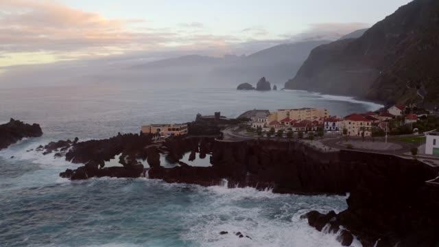 vídeos de stock e filmes b-roll de natural pool at porto moniz, madeira island - madeira