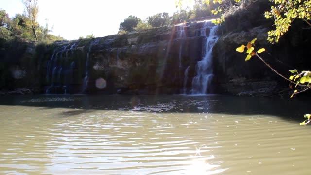 cascata naturale - fare video stock e b–roll