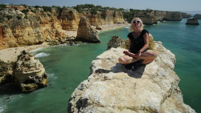 naturen yoga lotus - korslagda ben bildbanksvideor och videomaterial från bakom kulisserna
