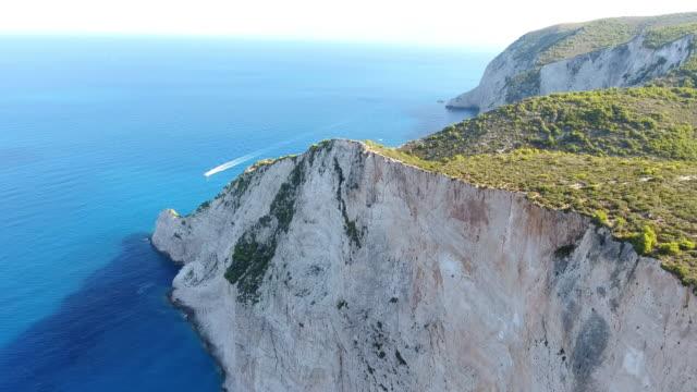 vidéos et rushes de navagio beach, zante island, grèce - grèce