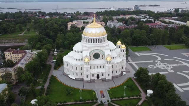 marinekathedrale in kronstadt, russland - religiöses symbol stock-videos und b-roll-filmmaterial