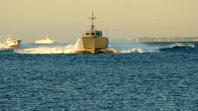 esercitazioni navali - barca di atterraggio - anfibio video stock e b–roll