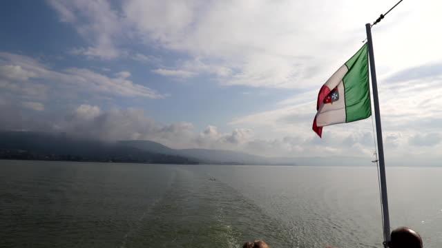 Navigation on the lake - Italian flag