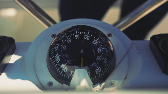 navigational compass on steering wheel of yacht - compass filmów i materiałów b-roll
