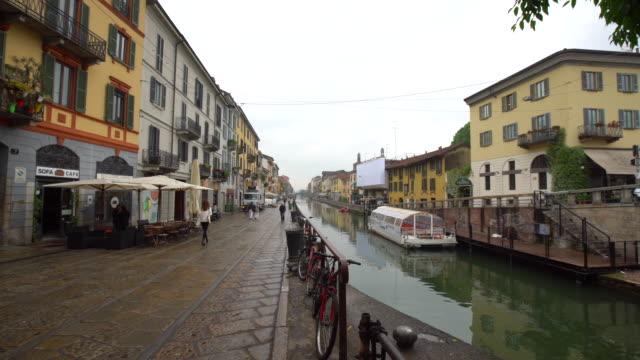 canal grande del naviglio a milano - lombardia video stock e b–roll
