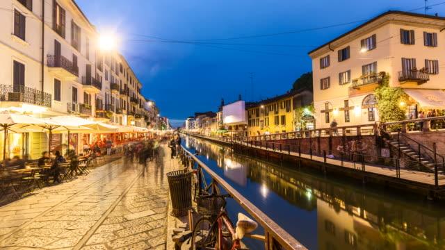 4k - kanalen naviglio grande i milano - walking home sunset street bildbanksvideor och videomaterial från bakom kulisserna