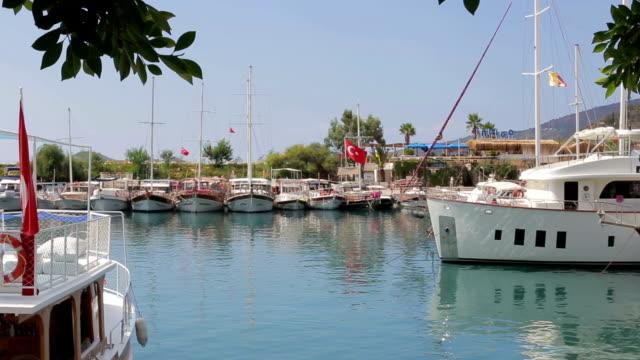 navy pier, tourist boat - ster fragment pojazdu filmów i materiałów b-roll