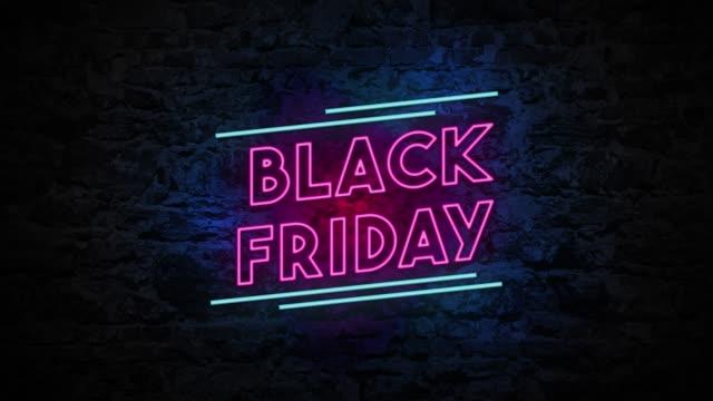 vídeos de stock e filmes b-roll de 4k neon light black friday animation on the brick wall - black friday