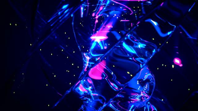 le tracce di luce al neon e i riflessi in vetro 3d rendono l'animazione loop senza soluzione di continuità - reattore nucleare video stock e b–roll