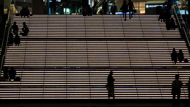 ネオン照明ステアズ-ストック動画 - ステップ点の映像素材/bロール