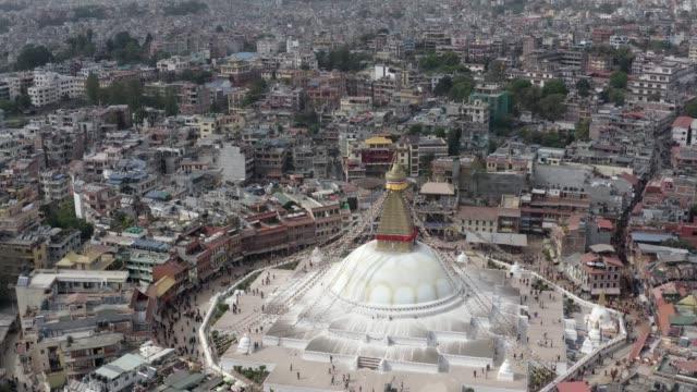 nepal, katmandu. boudhanath stupa. havadan çekilen görüntüler - stupa stok videoları ve detay görüntü çekimi